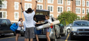Students, parents unload car at college move in day